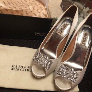 Badgley Mischka satin shoes